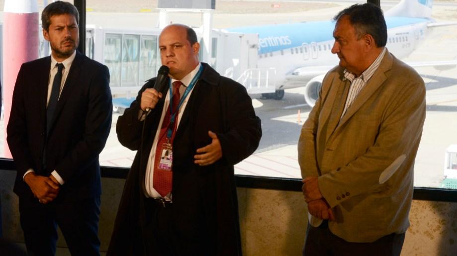 El ministro de Turismo, Matías Lammensa y el presidente de Aerolíneas Argentinas, Pablo Ceriani, anunciaron que en invierno habrá dos vuelos semanales directos de San Pablo a Bariloche. Foto: Alfredo Leiva