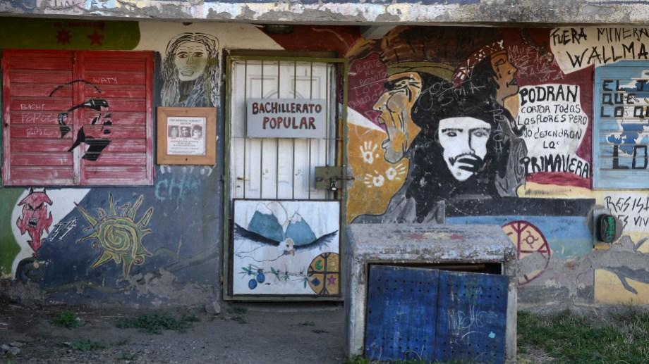 El Bachillerato Popular funciona en Onelli y Osés, el lugar donde tres jóvenes fueron asesinados. Foto: Alfredo Leiva