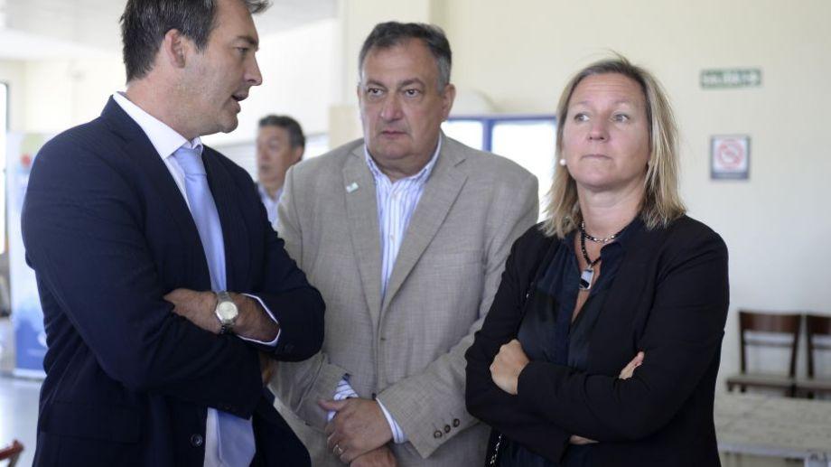 - Soria, Gensuso y Martini se encontraron este lunes en Bariloche en un acto con funcionarios nacionales. Hubo cordialidad. Foto: Alfredo Leiva.-