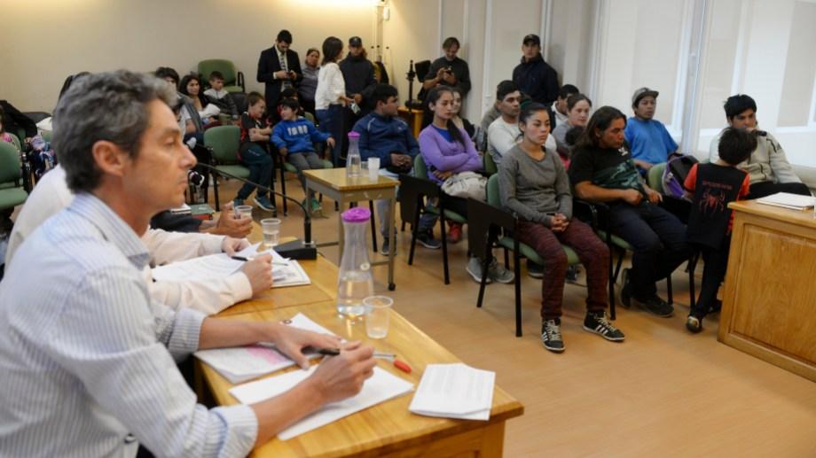 La Fiscalía formuló cargos contra 30 personas que ocuparon predios fiscales el último mes en Bariloche. Foto: Alfredo Leiva