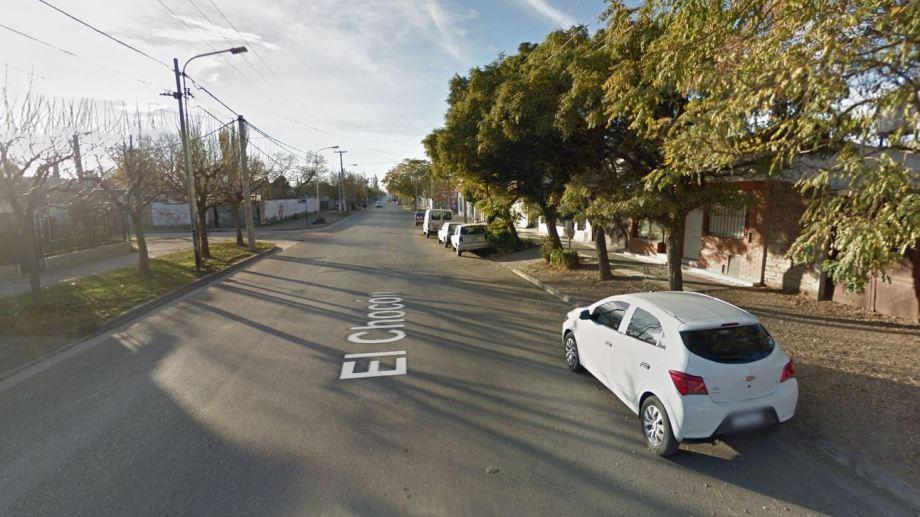 La agresión ocurrió en la intersección de Chocón y _Victoria.  (Captura).-