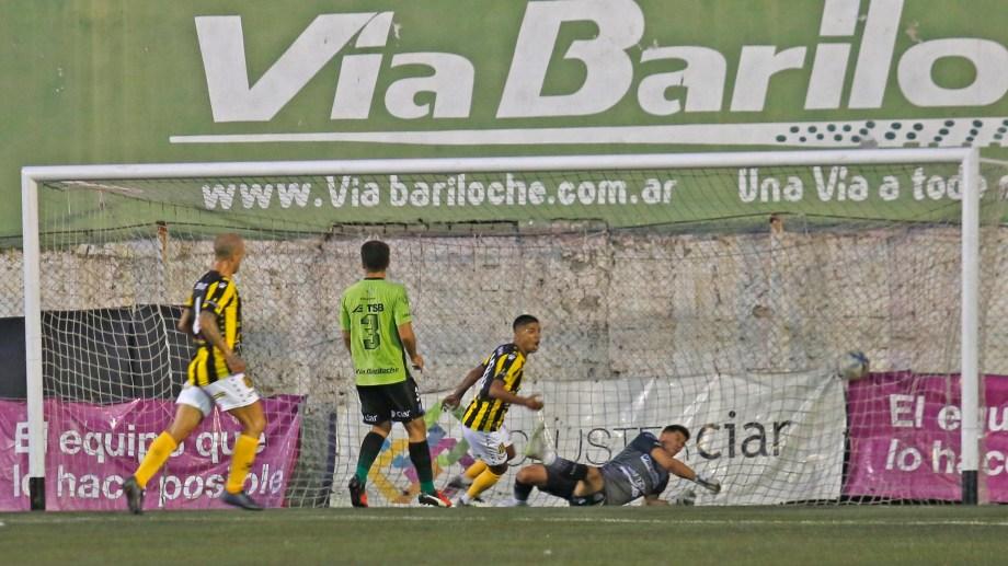El 0-5 con Olimpo terminó con el ciclo de Coronel. (Foto: Juan Thomes)