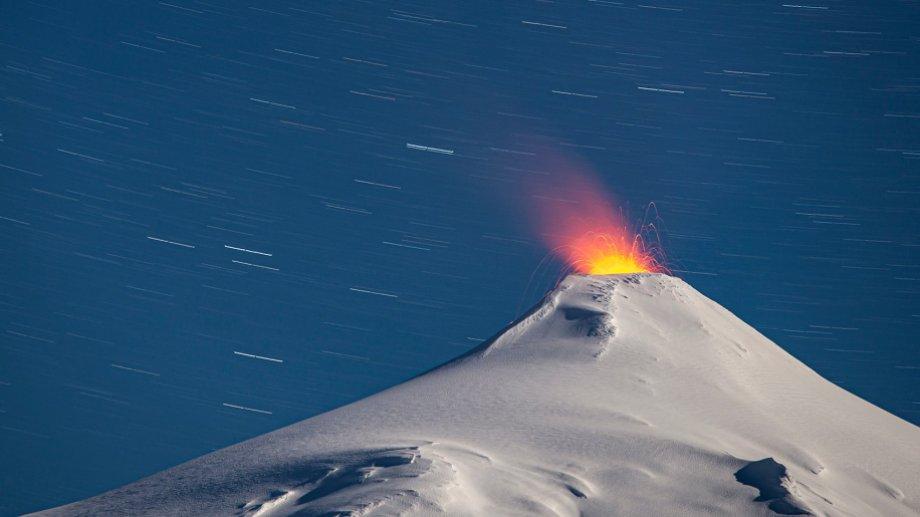 El volcán Villarrica. Foto: Twitter @Negronifoto