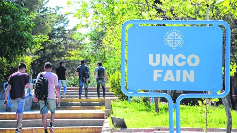 En primavera podrían volver los estudiantes a la Universidad del Comahue, aunque con restricciones. (Archivo).-