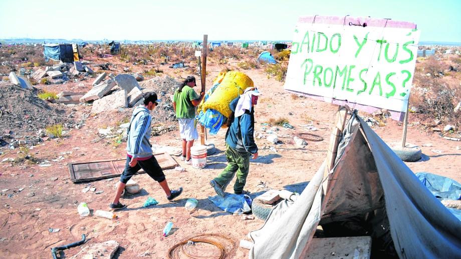 En campaña Mariano Gaido advirtió el déficit habitacional.. Foto: Mauro Pérez