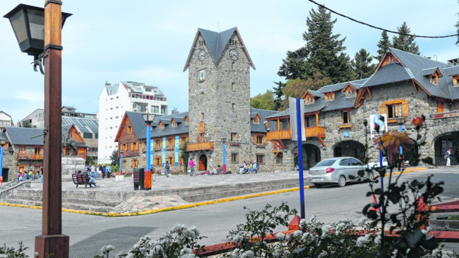 El Centro Cívico es un emblema de Bariloche desde hace 80 años.. Archivo