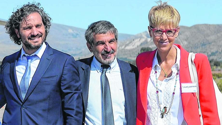 La senadora García Larraburu junto a Juan Pablo Cafiero, jefe de Gabinete nacional, y el ministro Salvarezza, el viernes en Bariloche. Foto: Alfredo Leiva