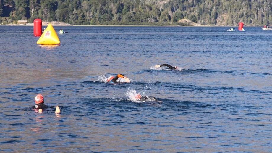 La convocante prueba comenzará con la natación en aguas del Lago Mascardi. Archivo.