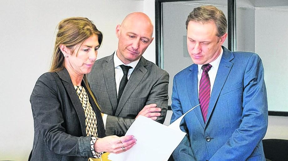 La secretaria del Consejo y el jurado del último concurso para elegir un fiscal destinado a la ciudad petrolera, el año pasado. Foto: Archivo