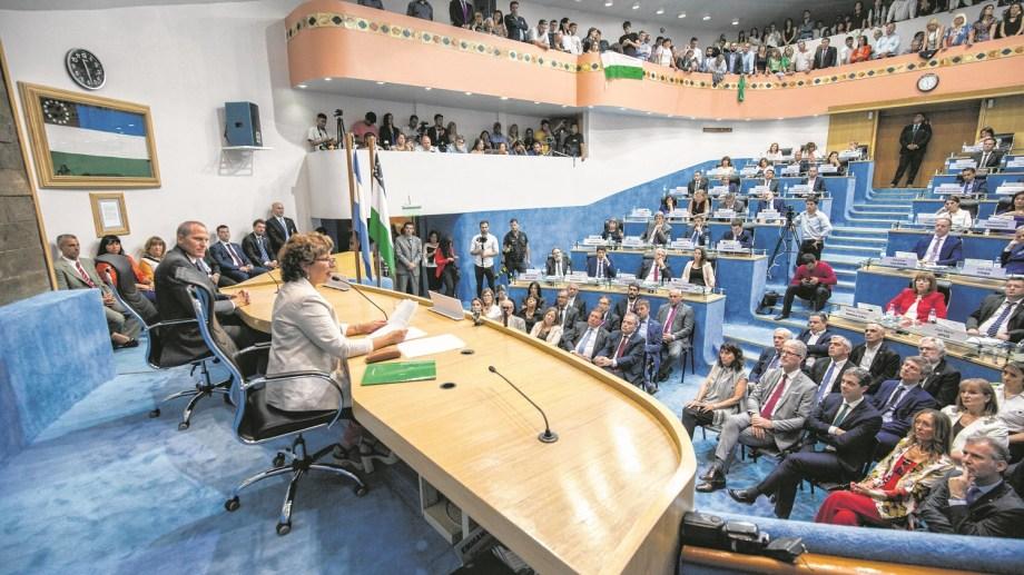 viedma - 09/12/2019  asumen el vicegobernador alejandro palmieri y la gobernadora arabella carreras  foto marcelo ochoa