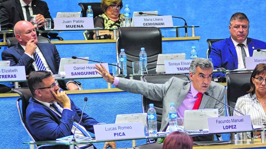 López, presidente de la bancada de Juntos, definió los temas claves junto a la gobernadora.