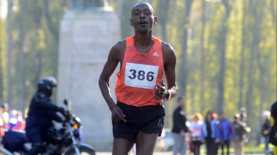 El keniata Julius Rono dirá presente en la maratón Aniversario.