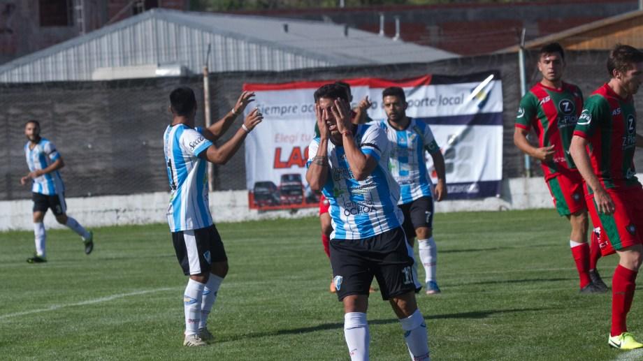 Morales se lamenta una de las tantas situaciones de gol desperdiciadas en la fecha pasada. Foto: Pablo Leguizamón