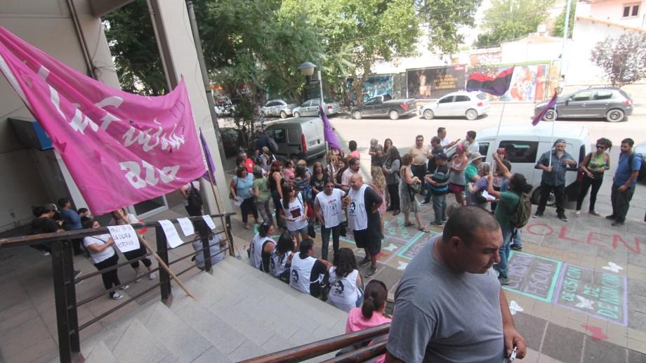 Trabajadores en actividad y jubilados realizaron varias marchas al ISSN para reclamar soluciones definitivas.