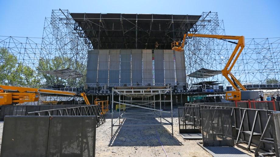 El escenario mayor de la Fiesta de la Confluencia. Foto: Juan Thomes