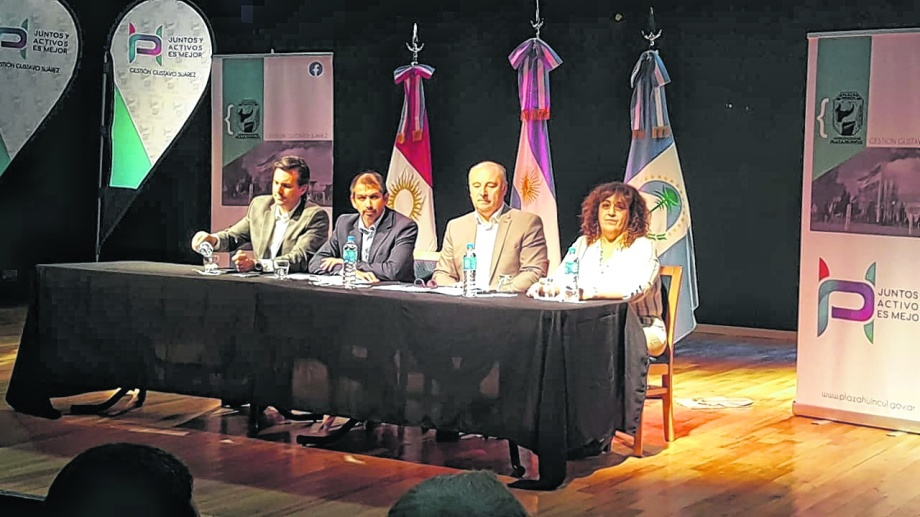 El intendente Gustavo Suárez  recibió al funcionario cordobés a y varios empresarios interesados en radicarse en Neuquén.