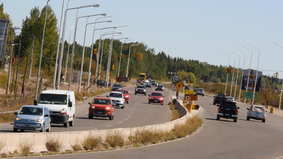 Miles de turistas retornaron a sus casas luego del fin de semana largo por la Ruta 22 .  Foto: Juan Thomes