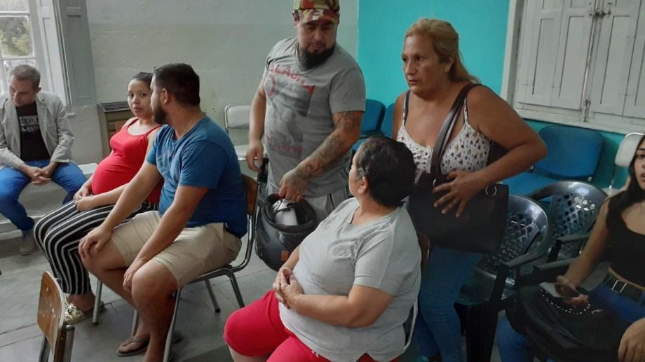 Las familias presentaron el reclamo ante el Concejo Deliberante. (Foto Pablo Accinelli)