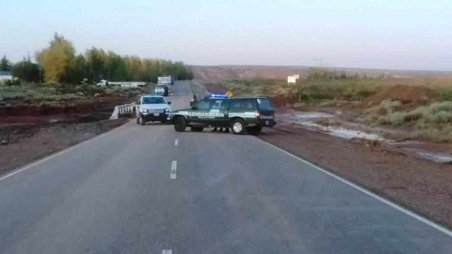 Así estaba esta mañana la Ruta 237, por el corte causado por la tormenta. (Gentileza).-