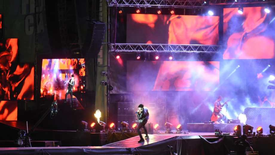 Sebastián Yatra se subió al escenario mayor minutos después de las 22:30. Foto: Florencia Salto.