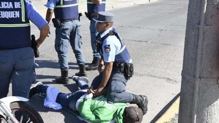 Este fue el momento en el que se generó la mayor tensión entre ATE y la policía. (Florencia Salto).-