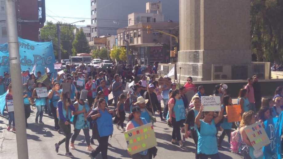 Barrios de Pie marchó desde el monumento a la Casa de Gobierno. (Gentileza).-