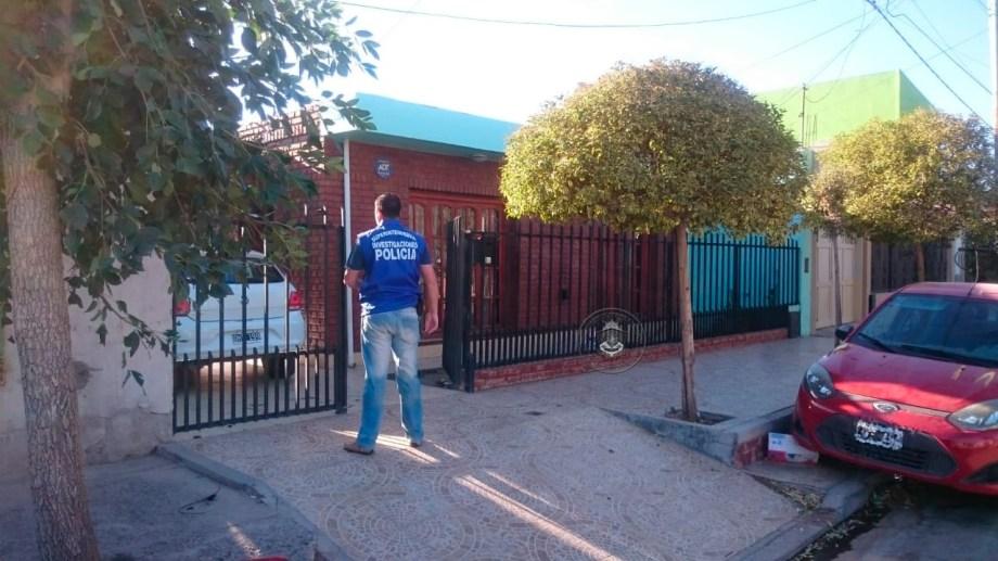 La Policía de Neuquén detuvo a tres personas sospechadas de alquilar departamentos inexistentes en Monte Hermoso. (Foto: Gentileza)