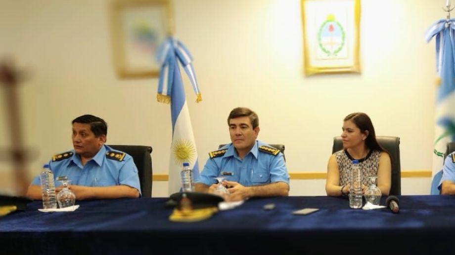 La ministra de Gobierno, Vanina Merlo, participó de la conferencia de prensa en la Jefatura de Policía. Foto Mauro Pérez.