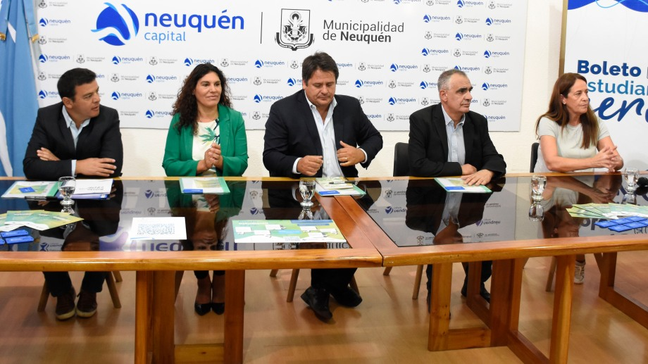 El intendente Mariano Gaido y el rector de la Universidad Gustavo Crisafulli participaron del anuncio. Foto: Florencia Salto.