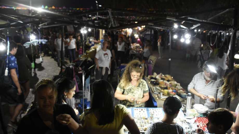 Los artesanos nunca faltan a la fiesta. Sus puestos son desde el primer día, el paseo obligado de los visitantes. (FOTOS: Juan Thomes)