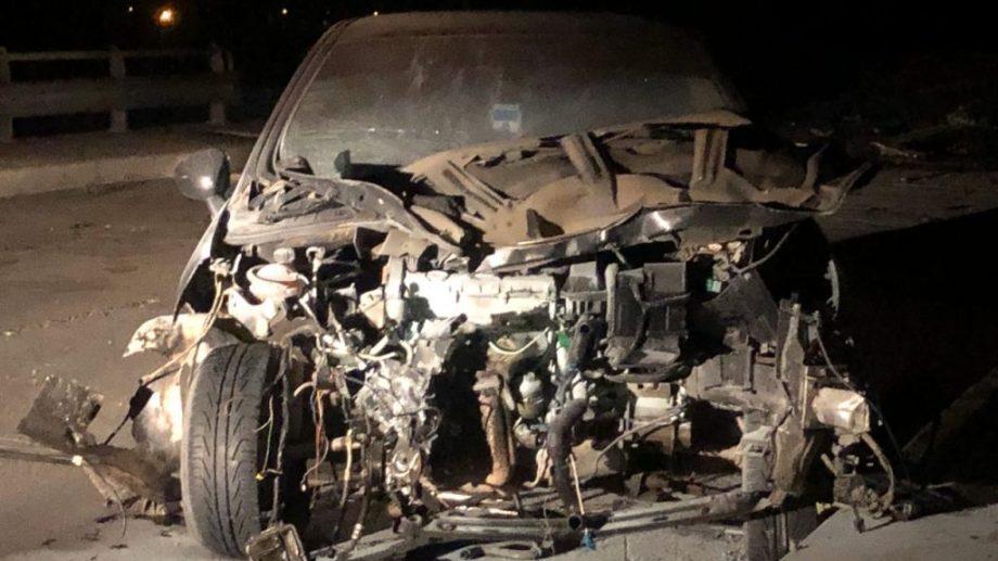 El Peugeot quedó totalmente destrozado pero su conductor salió ileso. (foto: Gentileza)