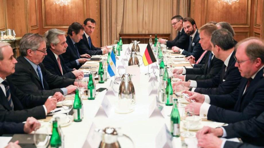 El presidente Alberto Fernández compartió un desayuno con empresarios alemanes con inversiones en el país. Foto Télam.