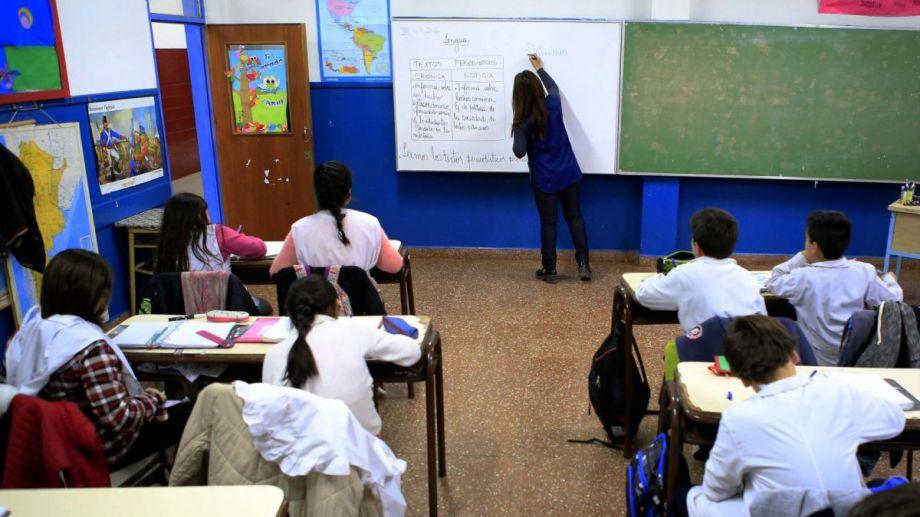 """La ministra de Educación, Cristina Storioni, indicó que trabajan junto a Nación para elaborar un protocolo que permita el regreso a as aulas. Enfatizó que aún no hay fechas en """"ninguna parte del país""""."""