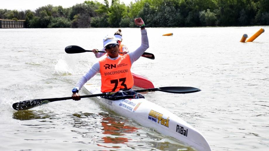 En enero, Cecilia Collueque ganó la Regata del Río Negro en K1.
