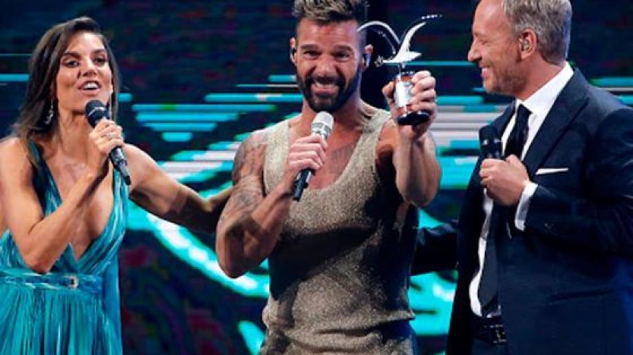 Ricky Martin recibió la Gaviota de Plata y de Oro por su actuación en el Festival de Viña del Mar, en Chile.
