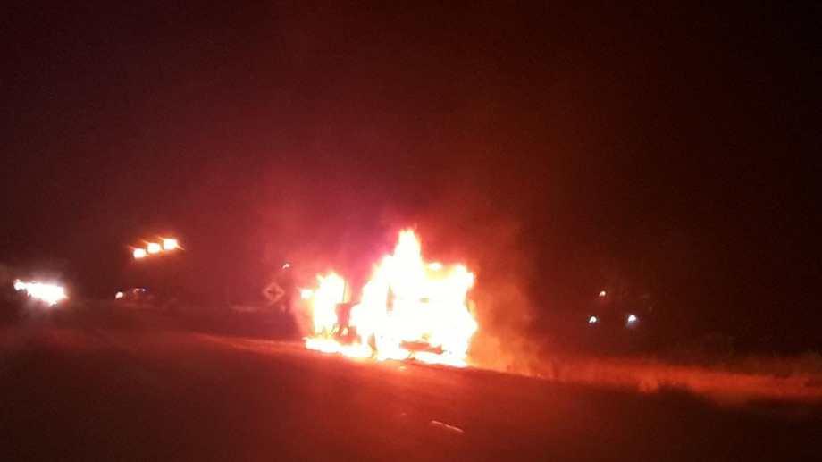 Ardió un colectivo de la empresa Ko Ko en plena ruta 22