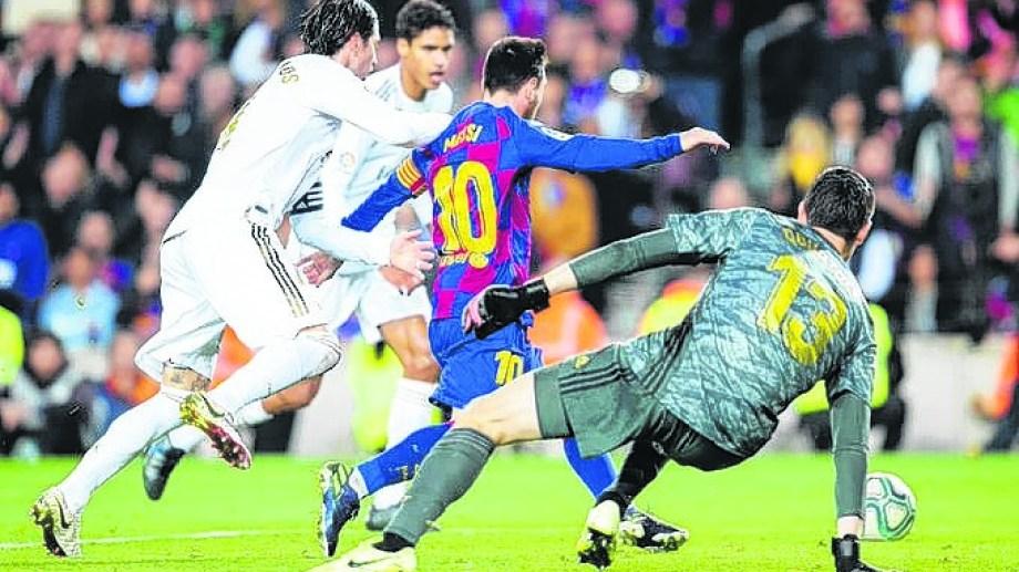 Messi jugó 42 veces el clásico: ganó 19, empató 11 y perdió 12.