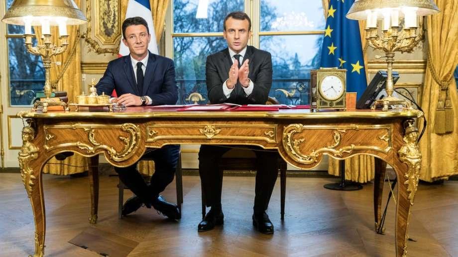 Griveaux presentó la renuncia inmediatamente a la candidatura tras conocerse el video. En la foto junto al presidente de Francia, Emmanuel Macron.