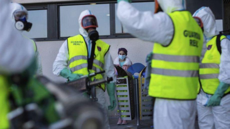 España lleva 17 días de aislamiento, para combatir el virus. Foto: El País.-