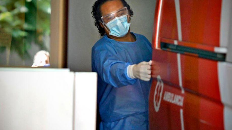 En Buenos Aires, se mantiene el trabajo diario para enfrentar el virus. Foto: gentileza La Nación.-
