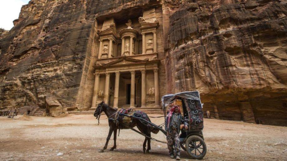 La bella Petra de Jordania, presente en los deseos de todo viajero, sin turistas.