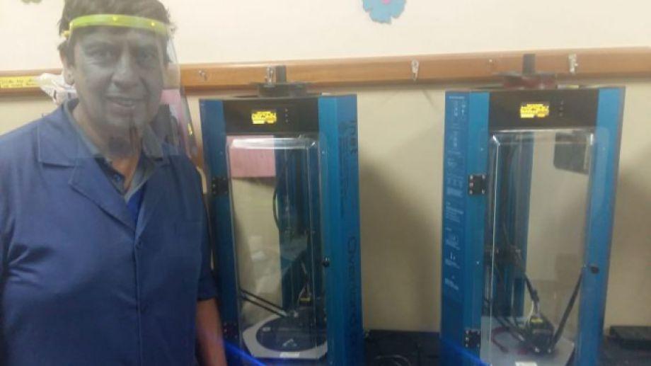 Docentes del CET 16 donan mascarillas protectoras fabricadas con impresoras 3D. (Foto gentileza).