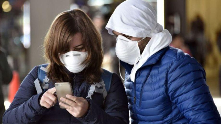 En los aeropuertos se realizan los principales controles, para evitar la expansión del virus. Foto: gentileza.-