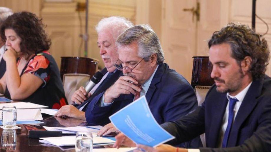 Fernández sigue paso a paso las actividades de los ministerios, en medio de la pandemia. Foto: archivo.-