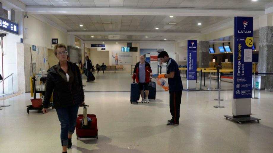 Continúan partiendo vuelos con turistas varados en Bariloche. La coordinación la realiza el municipio. Foto: Archivo Alfredo Leiva