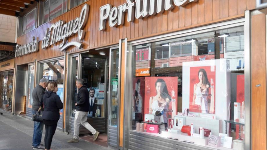 """Aseguran que las droguerías restringen  reparten """"la poca mercadería que llega en partes iguales"""" entre las farmacias para equilibrar la oferta. Foto: Alfredo Leiva"""