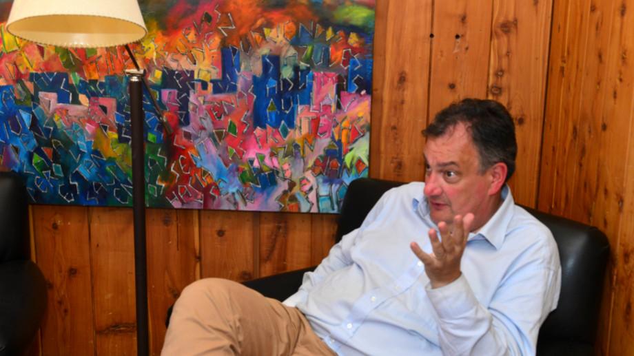 El intendente de Bariloche Gustavo Gennuso autorizó algunas actividades en el ejido municipal y prohibió muchas. (Foto Archivo)