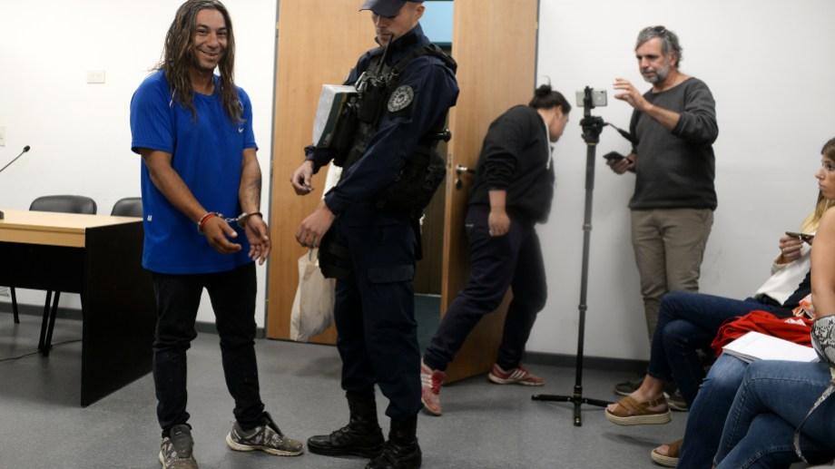 César González fue imputado por usurpación de tierras y quedó preso. Foto: Alfredo Leiva