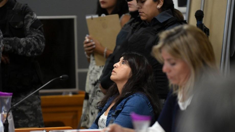 Marta Valle está acusada de matar a su pareja. Ayer comenzó a ser juzgada en el primer juicio por jurados de Río Negro. Foto: Alfredo Leiva