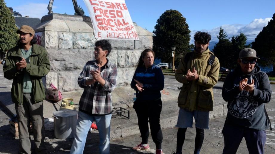 Ocupantes de tierras recibieron la confirmación que el municipio retiró las denuncias por usurpaciones cuando se manifestaban. Foto: Alfredo Leiva